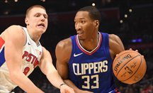 Clippers y Pelicans intercambian a Wesley Johnson por Alexis Ajinca