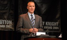 Chris Mullin regresa como entrenador a la que fuera su universidad