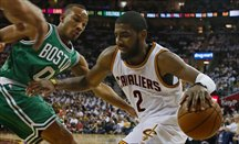 Kyrie Irving calienta motores con Boston anotando 21 puntos