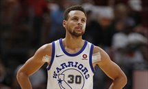 Stephen Curry regresa, brilla y se vuelve a lesionar
