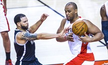 Chuck Hayes dejó atrás Toronto y regresa a Houston
