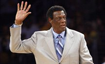El legendario Elgin Baylor tendrá una estatua junto al Staples Center