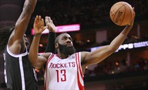James Harden lideró el triunfo de Houston ante Brooklyn