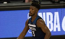 Minnesota y Houston aún negocian en torno a Jimmy Butler