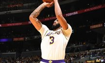 Anthony Davis puso 8 de los 20 tapones de Lakers