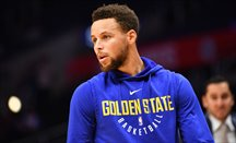 Stephen Curry se lesiona... ¡y se va sin anotar triples!