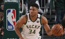 Antetokounmpo domina el Milwaukee-Philadelphia