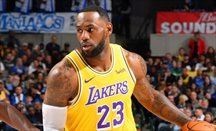 Otro triple-doble de LeBron James para Lakers