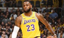 Lakers se impone a Houston con James e Ingram al frente