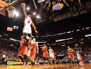 Chris Bosh intentará volar alto con Miami Heat