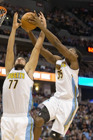 Kenneth Faried tuvo hambre en la pintura ante Dallas