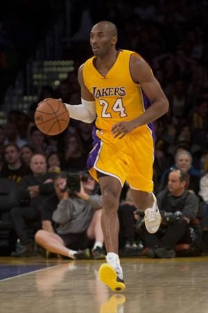 Kobe Bryant repartió 17 asistencias ante los Cavaliers
