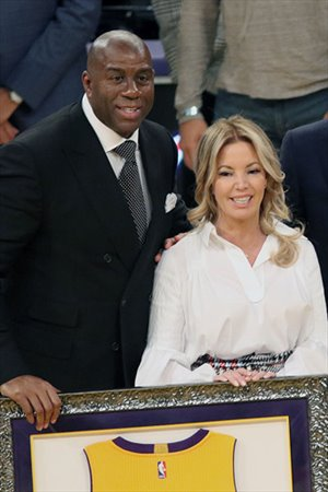 Magic Johnson con Jeanie Buss