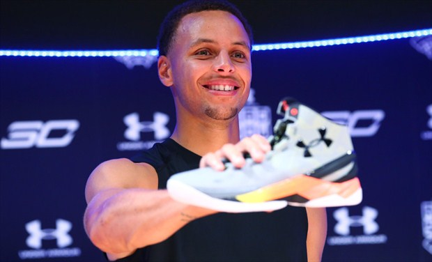 Under Armour Blinda A Stephen Curry Extendiendo Su