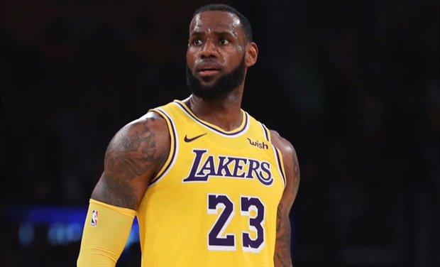 LeBron James cede su número 23 en