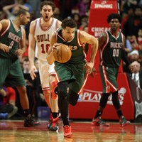 Carter-Williams cambia la camiseta de Bucks por la de Bulls