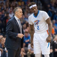 Anthony Morrow escucha a Billy Donovan la pasada temporada
