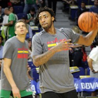 James Young (primer plano) se queda; R.J. Hunter (tras él) se va