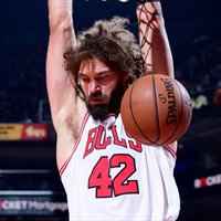 Robin Lopez jugará con su hermano Brook en Milwaukee